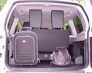 Mitsubishi_Pajero_Gep__ckraum_mit_3_Sitzreihe