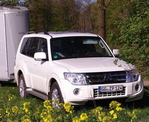 Pferdeanhänger-zugfahrzeugtest Mitsubishi Pajero