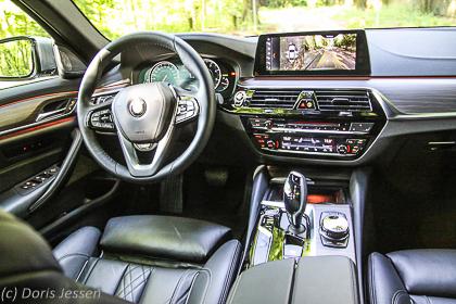 Pferdeanhänger-Zugfahrzeugest-BMW-530-3