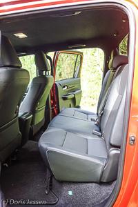 Pferdeanhaeger-Zugfahrzeug-Toyota-Hilux-Executive_Web-13-von-45