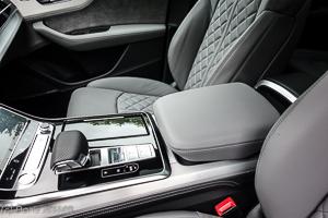 Pferdeanhaenger-Zugfahrtest-Audi-Q-8-w-9-von-54