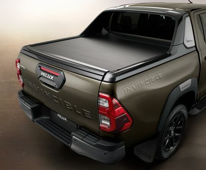 Toyota-Hilux-2020_Invincible-Heck