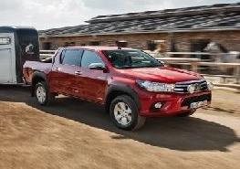 Toyota Hilux mit Pferdeanhänger