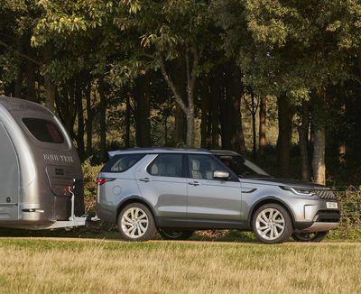 Land-Rover-Discovery-mit-Pferdeanhaenger