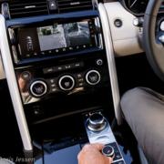 Pferdeanhaengerzugfahrzeug-Land-Rover-Discovery-Trailer-Assist-4-180x180